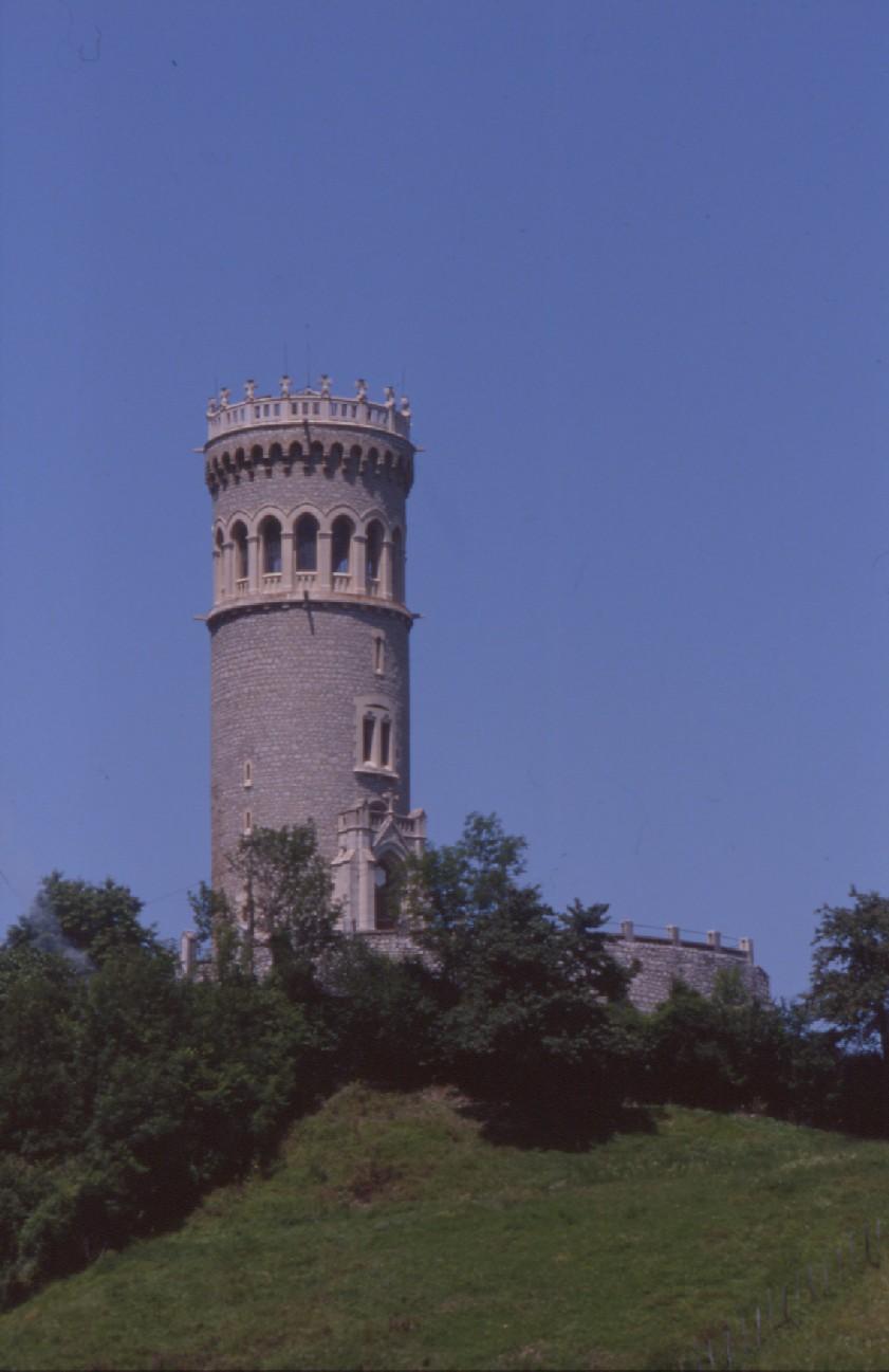 La tour d'Avalllon à St Maximim