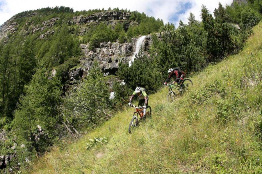 VTT avec les Accompagnateurs en Montagne du Champsaur - © Chris Caprin
