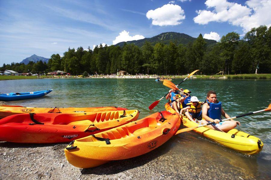 Carte Bleue Kayak.Kayak Grand Massif Sur Le Lac Bleu Ot Morillon Haute Savoie