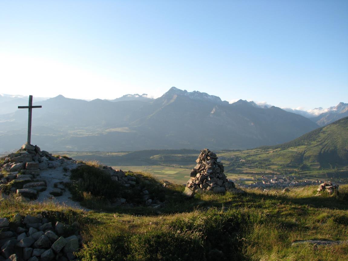 Croix St Philippe au dessus du col de Moissière