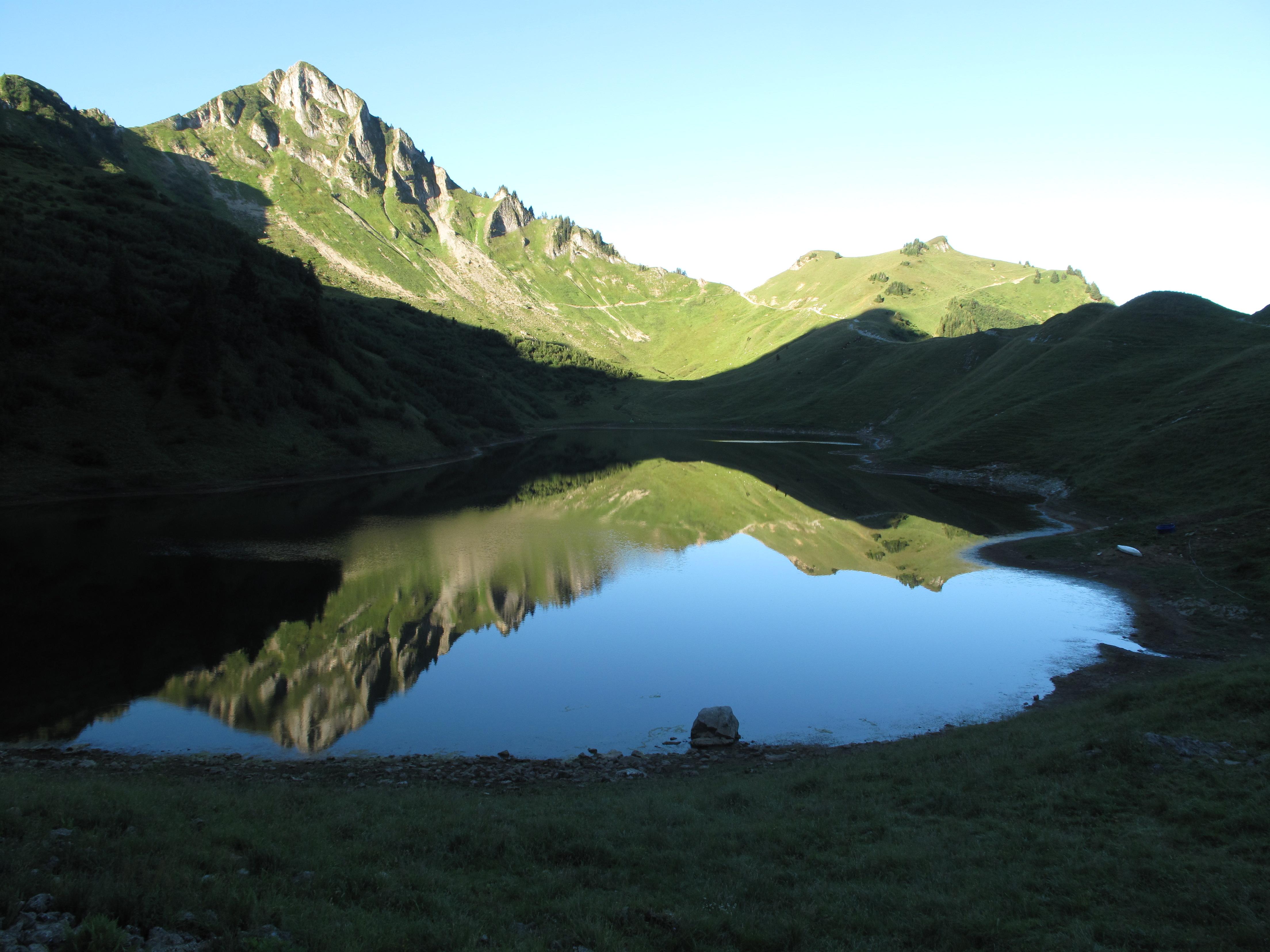 L'aiguille verte et Lac Lessy matin