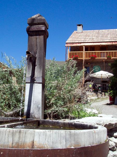 Gite 7 degrés Est Ristolas Queyras extérieur fontaine