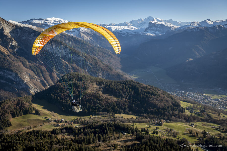 Paragliding flight with Airone Parapente