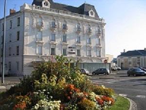 Hôtel-restaurant des Bourbons Façade Ⓒ Hôtel-restaurant des Bourbons