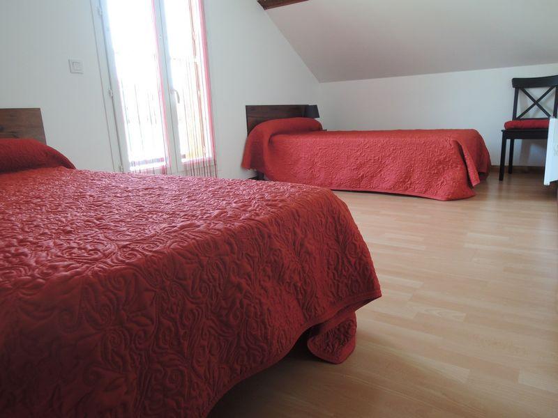 Chambre 2 Meublé Mme ATHENOUR Location Les Astiers Saint Bonnet en Champsaur - © ATHENOUR