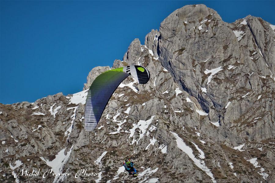 Full BLue Sky, vol en parapente dans Le Dévoluy - © Michel Prayer