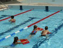 Piscine communautaire Cours de natation Ⓒ Com com - 2013