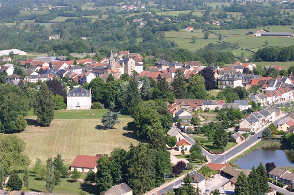 Gîte de Groupe - Château du Courtioux Vue du ciel Ⓒ Gîtes de France Allier