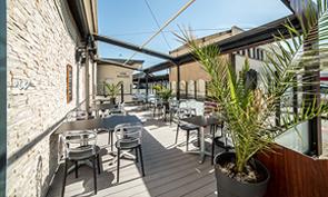 Hôtel-restaurant des Bourbons Terrasse Exterieur - Brasserie Ⓒ Hôtel-restaurant des Bourbons