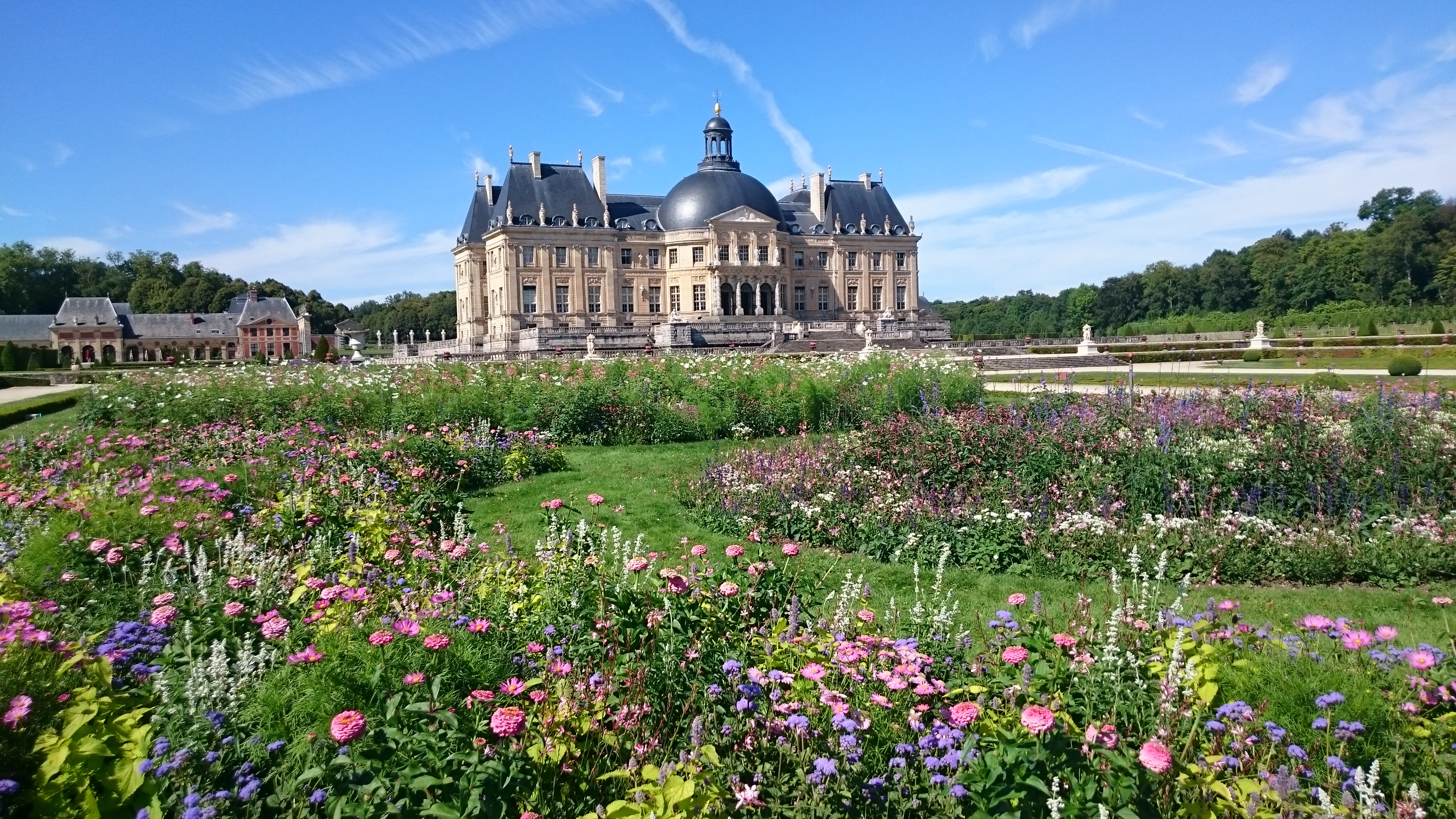 Château de Vaux-le-Vicomte et son parterre de fleur - © Château de Vaux-le-Vicomte