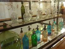 Musée du Verrier - St-Nicolas-des-Biefs Bouteilles pichets Ⓒ St-Nicolas-des-Biefs