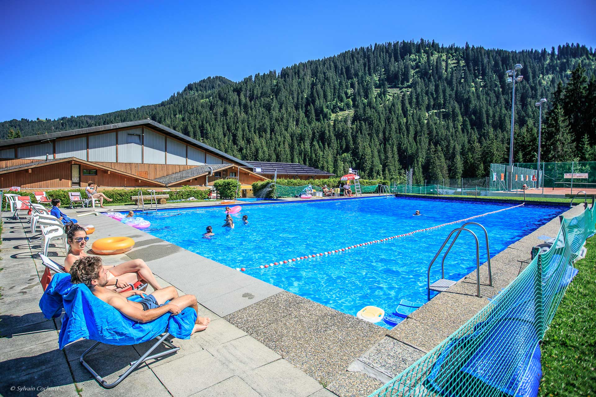 Piscine du centre sportif morgins morgins for Piscine en suisse