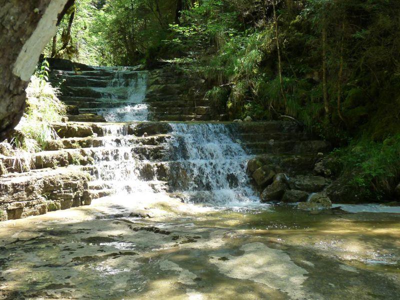 Balade les cascades du landeyron site officiel de l 39 office de tourisme haut bugey nantua - Office de tourisme nantua ...