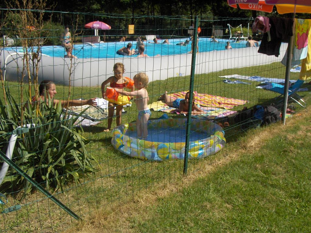 Camping du Champ de la Chapelle Piscine Ⓒ Camping du champ de la Chapelle