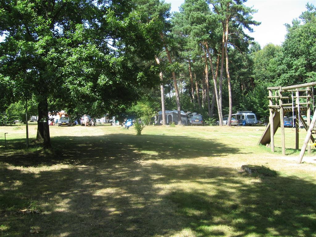 Camping du Champ de la Chapelle Emplacements tente et jeux pour enfants Ⓒ Camping du champ de la Chapelle