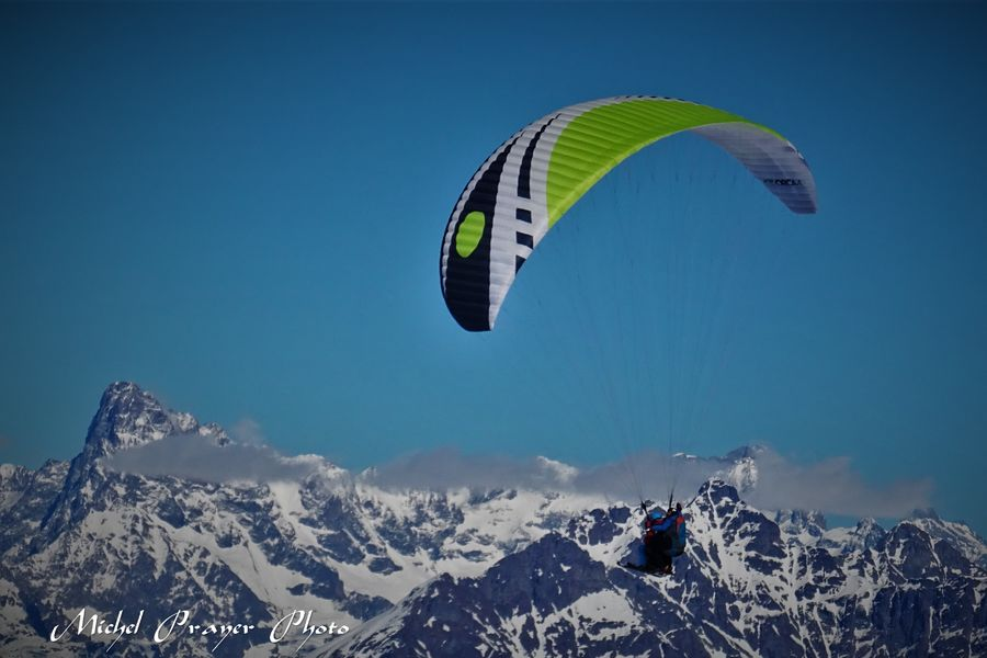 Full BLue Sky, vol en parapente dans Le Dévoluy - © Michel Prayer