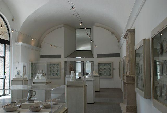 Salle des Faiences- Musée de la Révolution