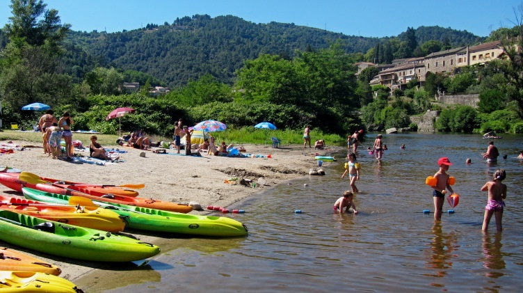 Rivers, coves and small beaches along the edges of the River Eyrieux : La Théoule Beach