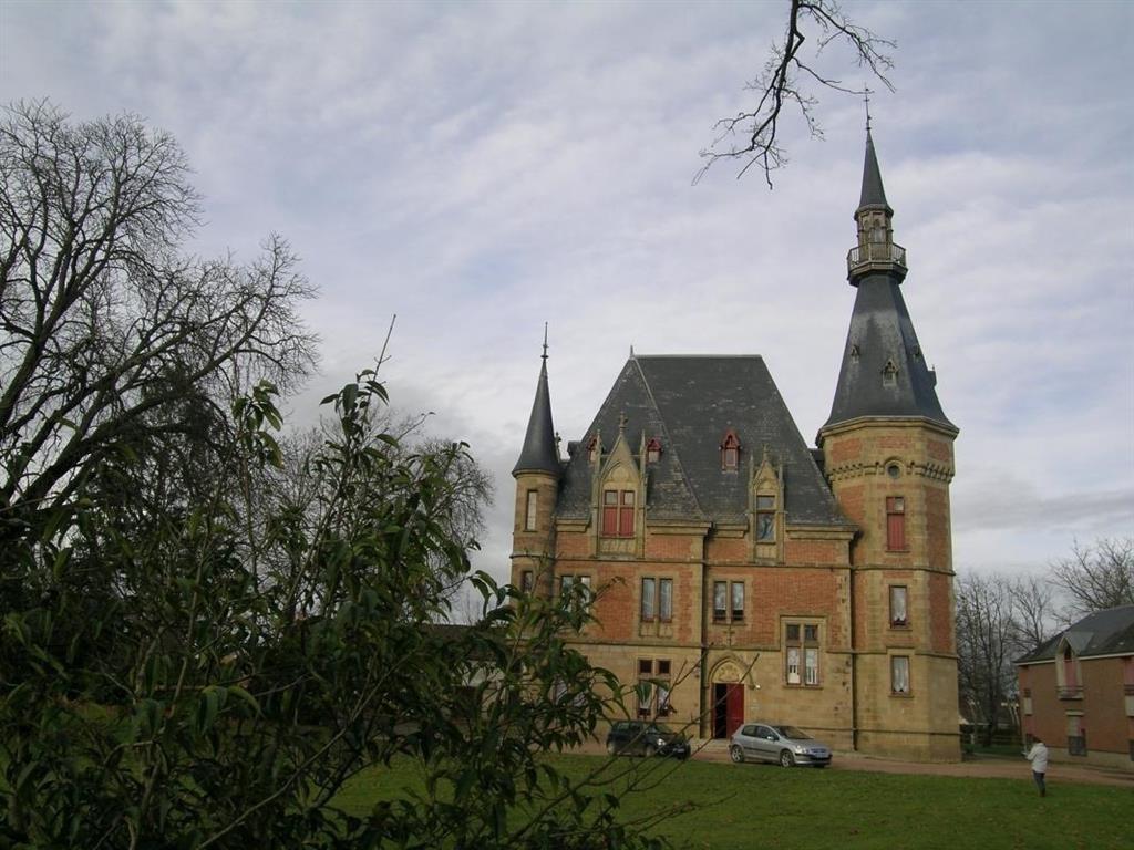 Gîte de groupe - Château du Petit Bois Bâtiment Ⓒ Gîte de France Allier