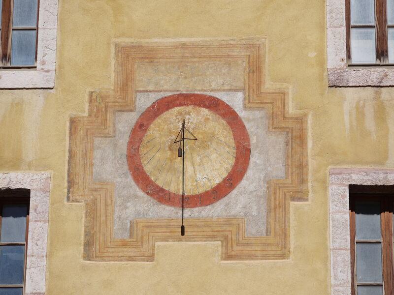 Cadran solaire - � service patrimoine ville de Briançon