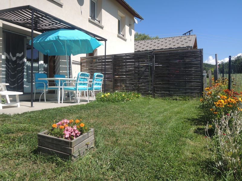 jardin Meublé Mme ATHENOUR Location Les Astiers Saint Bonnet en Champsaur - © ATHENOUR V