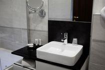 Hôtel de Grignan Salle de bains et lavabo Ⓒ Hôtel de Grignan - 2015