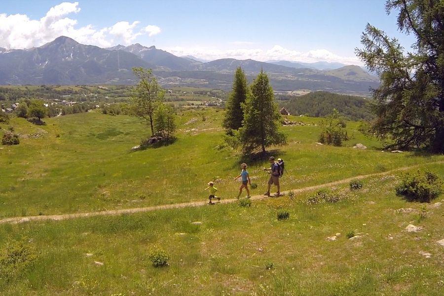 Randonnée itinérante en famille dans la vallée du Champsaur - © Air Libre
