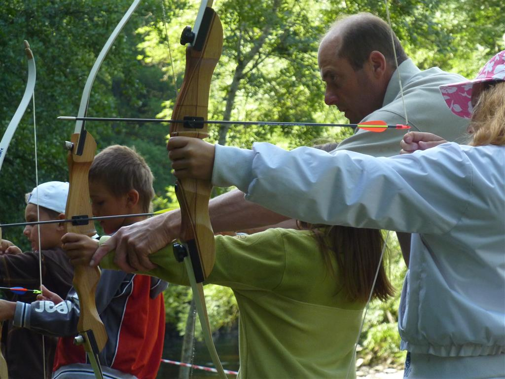 Serge Debatisse - moniteur de pêche et animateur tir à l'arc Tir à l'arc avec groupe d'enfants Ⓒ Serge Debatisse - moniteur de pêche et animateur tir à l'arc - 2014