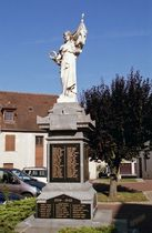 Huriel Place du monument aux morts Ⓒ Mairie