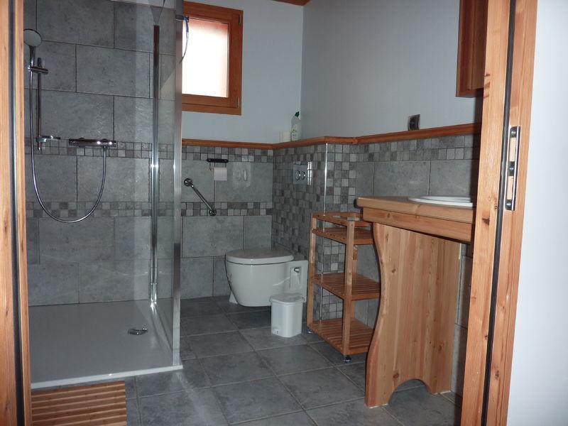 Cabinet de toilettes-douches