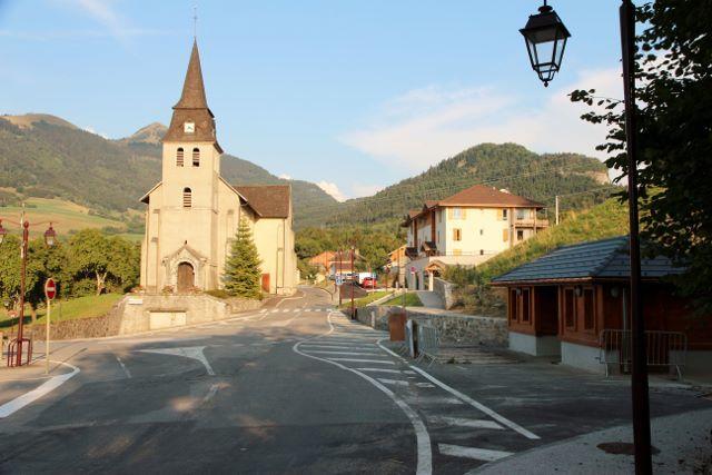 City town of Saint-Jean-de-Tholome // meublés classés en location sur le Massif des Brasses