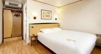 Hôtel Campanile Avermes Chambre grand lit