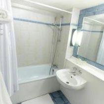 Hôtel Campanile Avermes Salle de bain