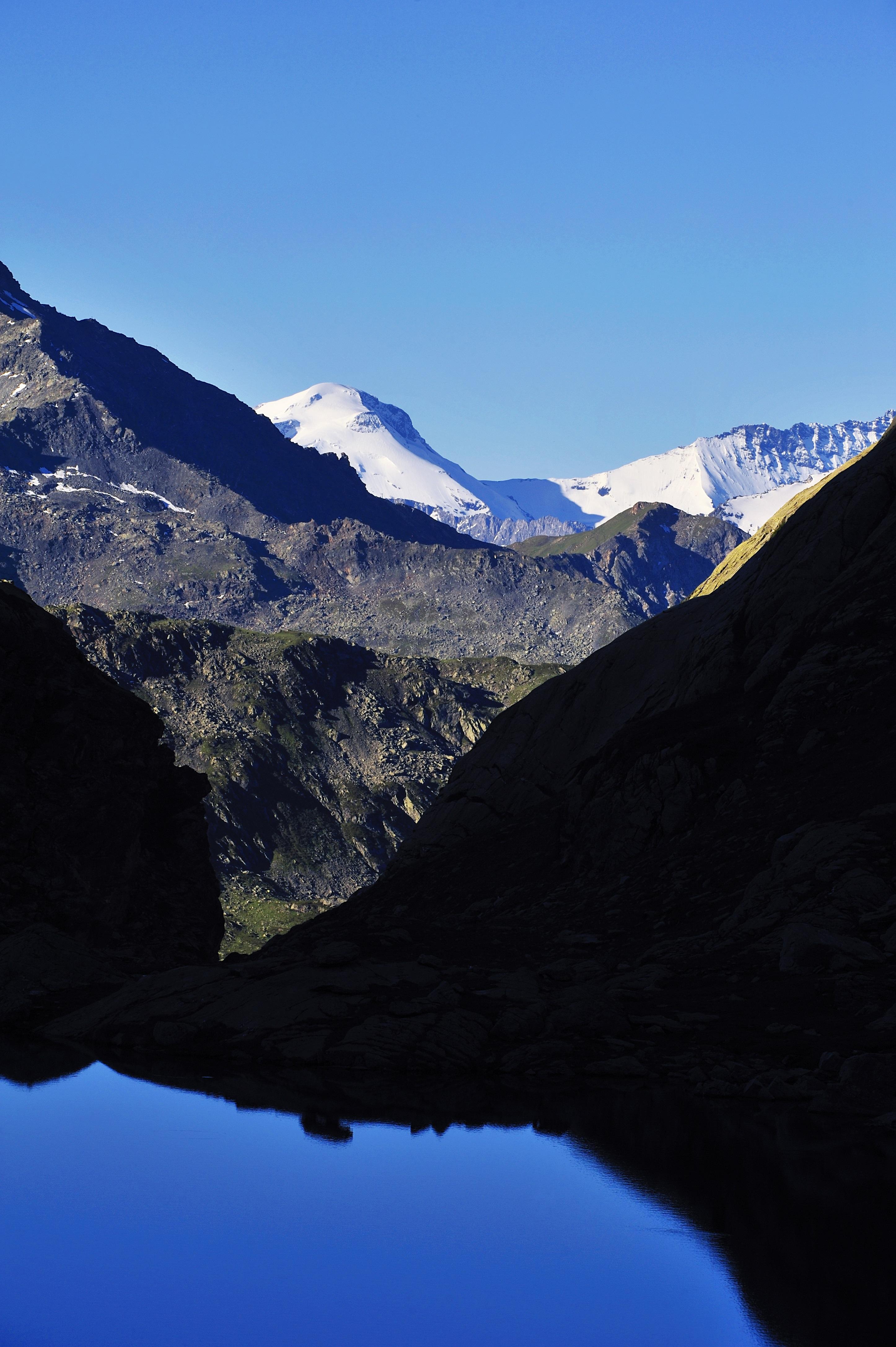 Vue sur La Grande Motte depuis le lac du Petit