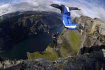 Expo photo : Base jump et wingsuit dans le Vercors - Médiathèque St Jean de Muzols - Saint-Jean-de-Muzols