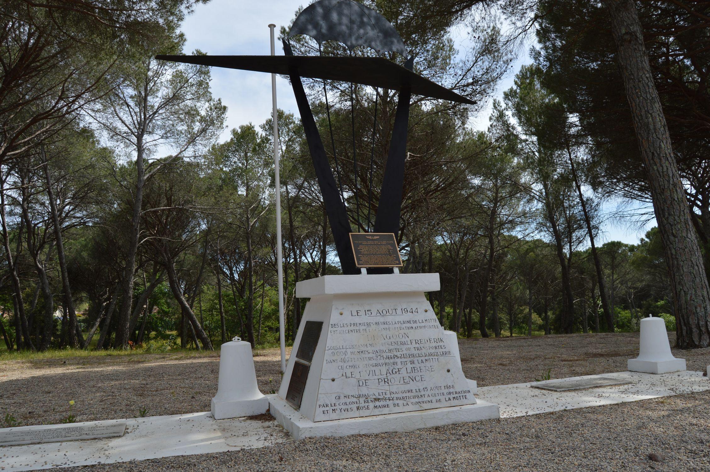 """Mémorial de la division aéroportée """"Rugby Force"""""""