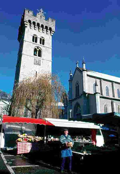 Marché de Saint Jeoire // meublés classés en location sur le Massif des Brasses