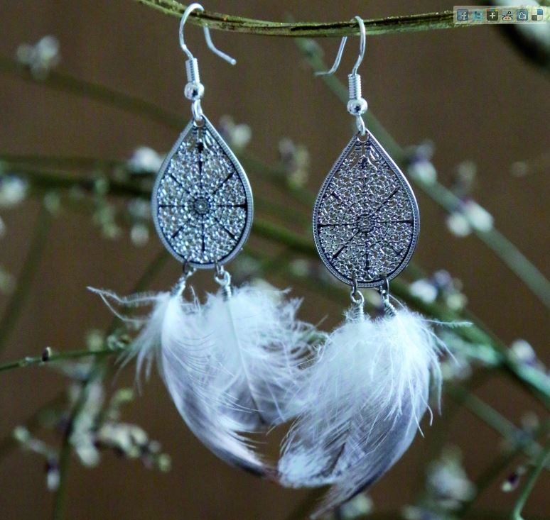 Création de bijoux avec plumes