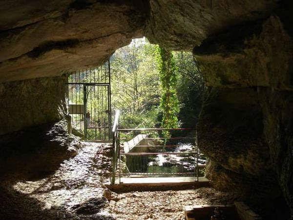 Grotte et reculée de Corveissiat
