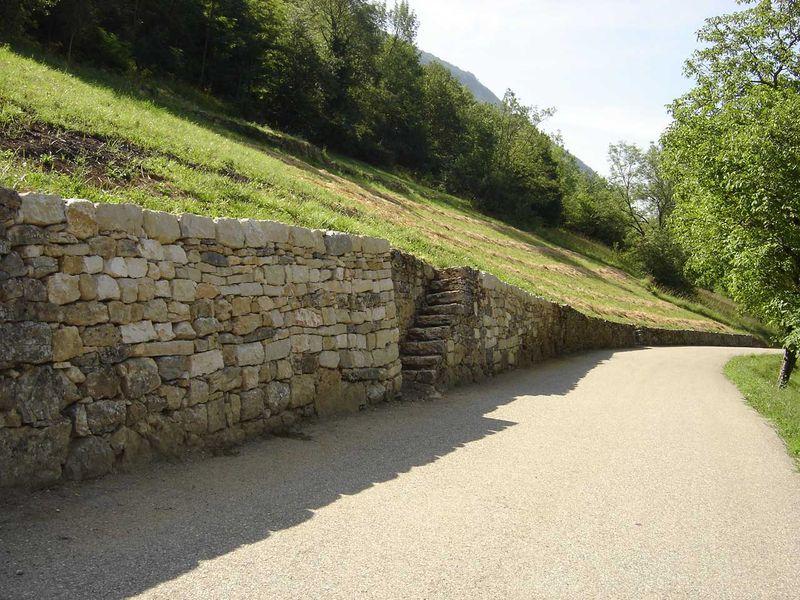 Escalier de pierre sèche