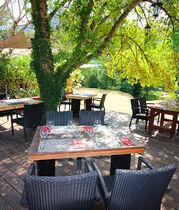 terrasse-philosophie-restaurant-de-chames-1