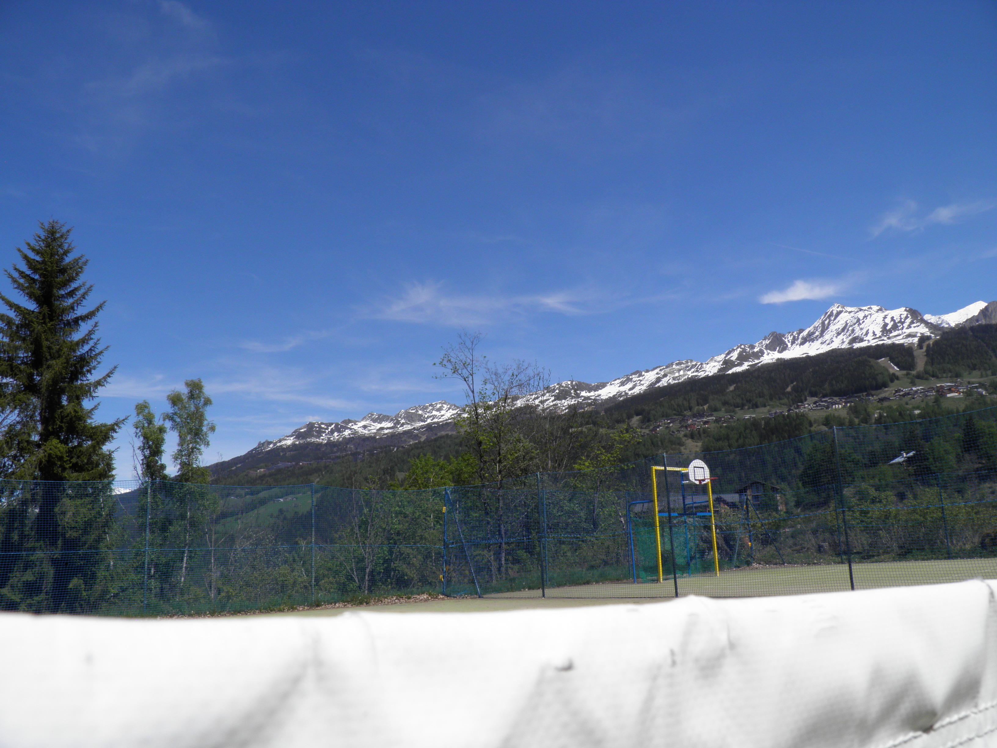 Terrain de tennis montchavin la plagne sports de balle for Terrain de tennis taille