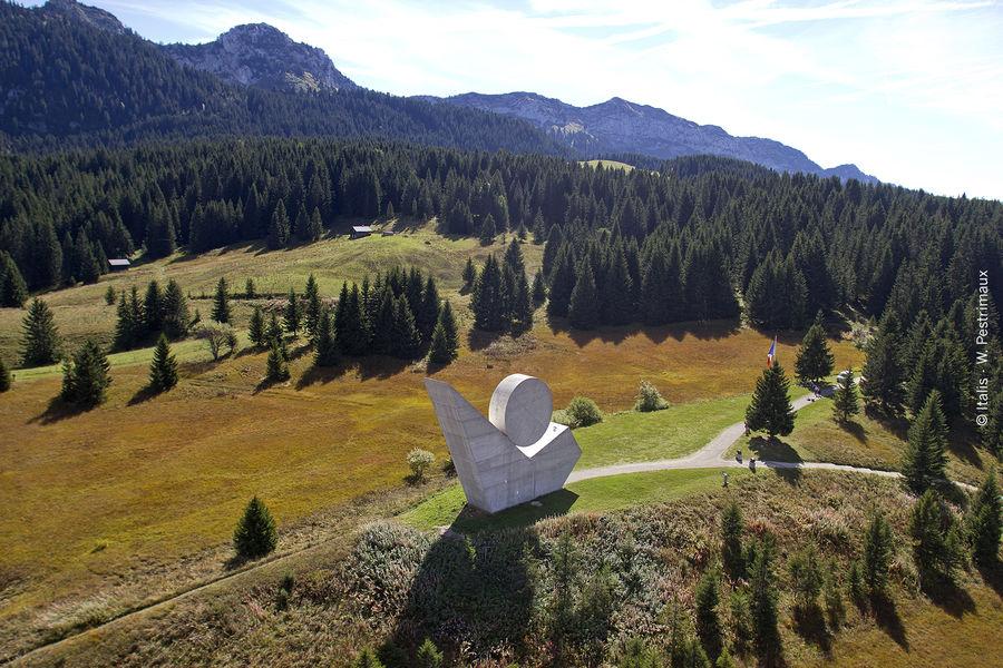 Plateau des Glières : haut lieu de la Résistance // meublés classés en location sur le Massif des Brasses