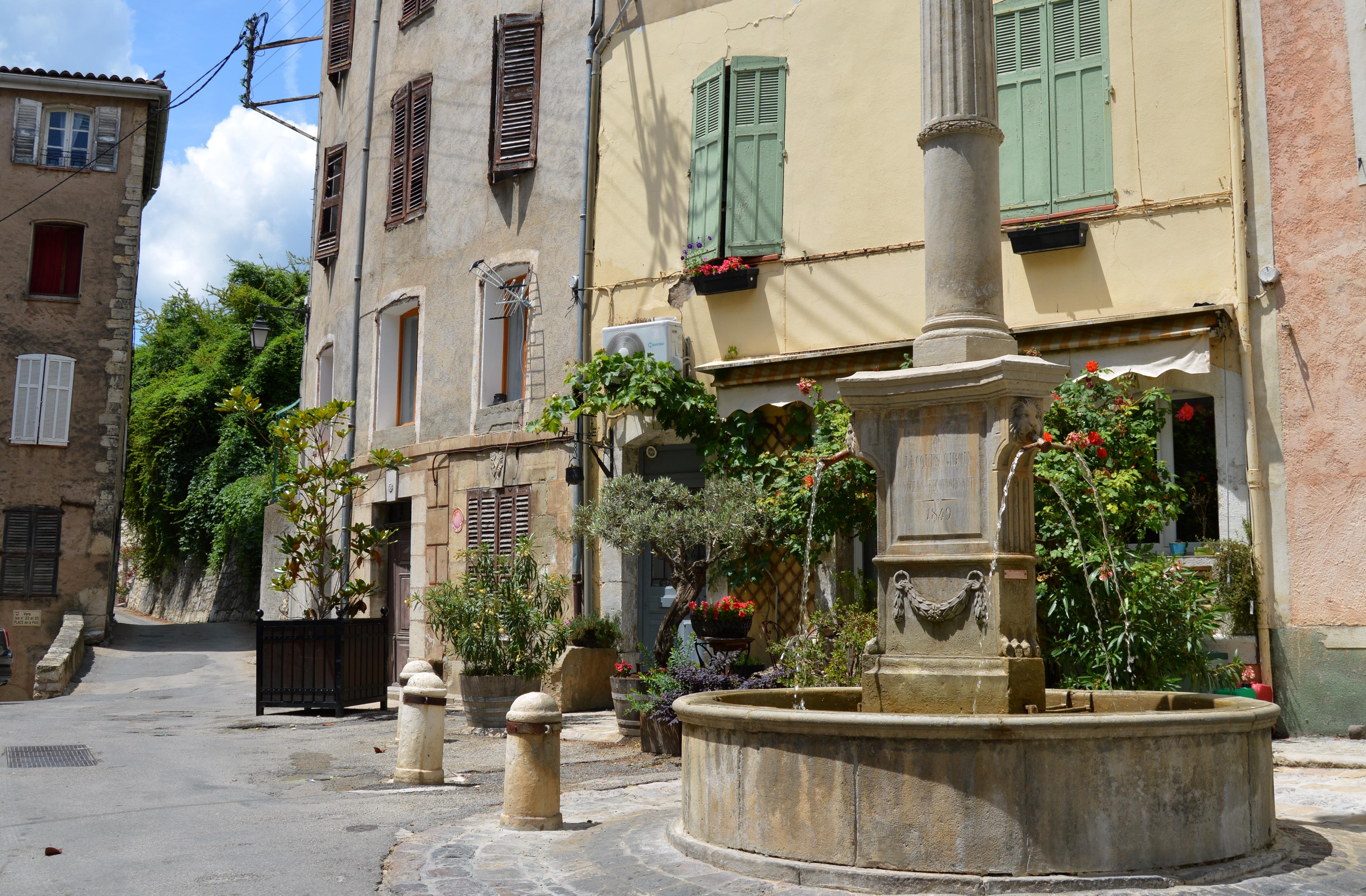Placette de la Paix et sa fontaine