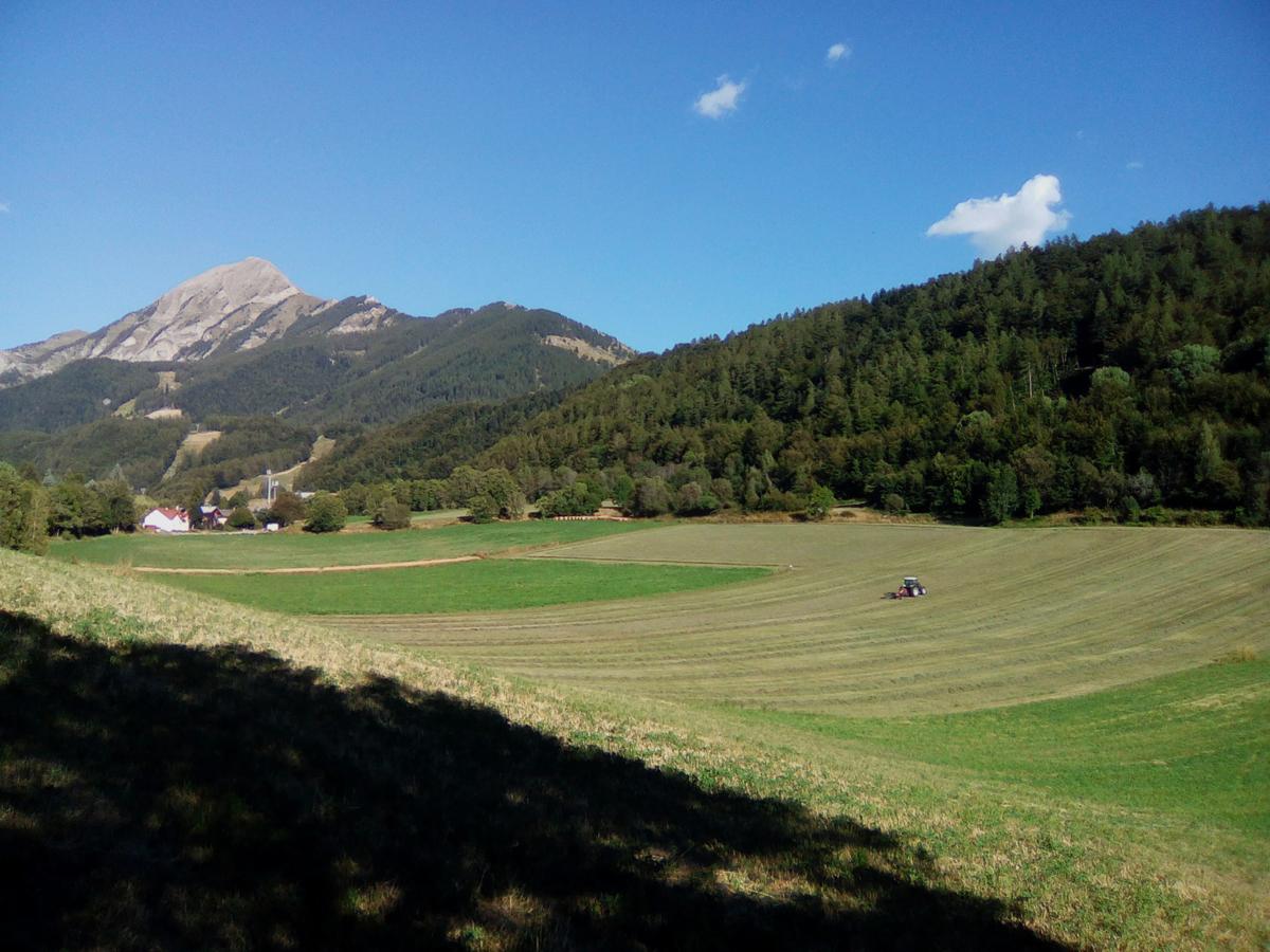 Village de St Léger-les-Mélèzes, vallée du Champsaur