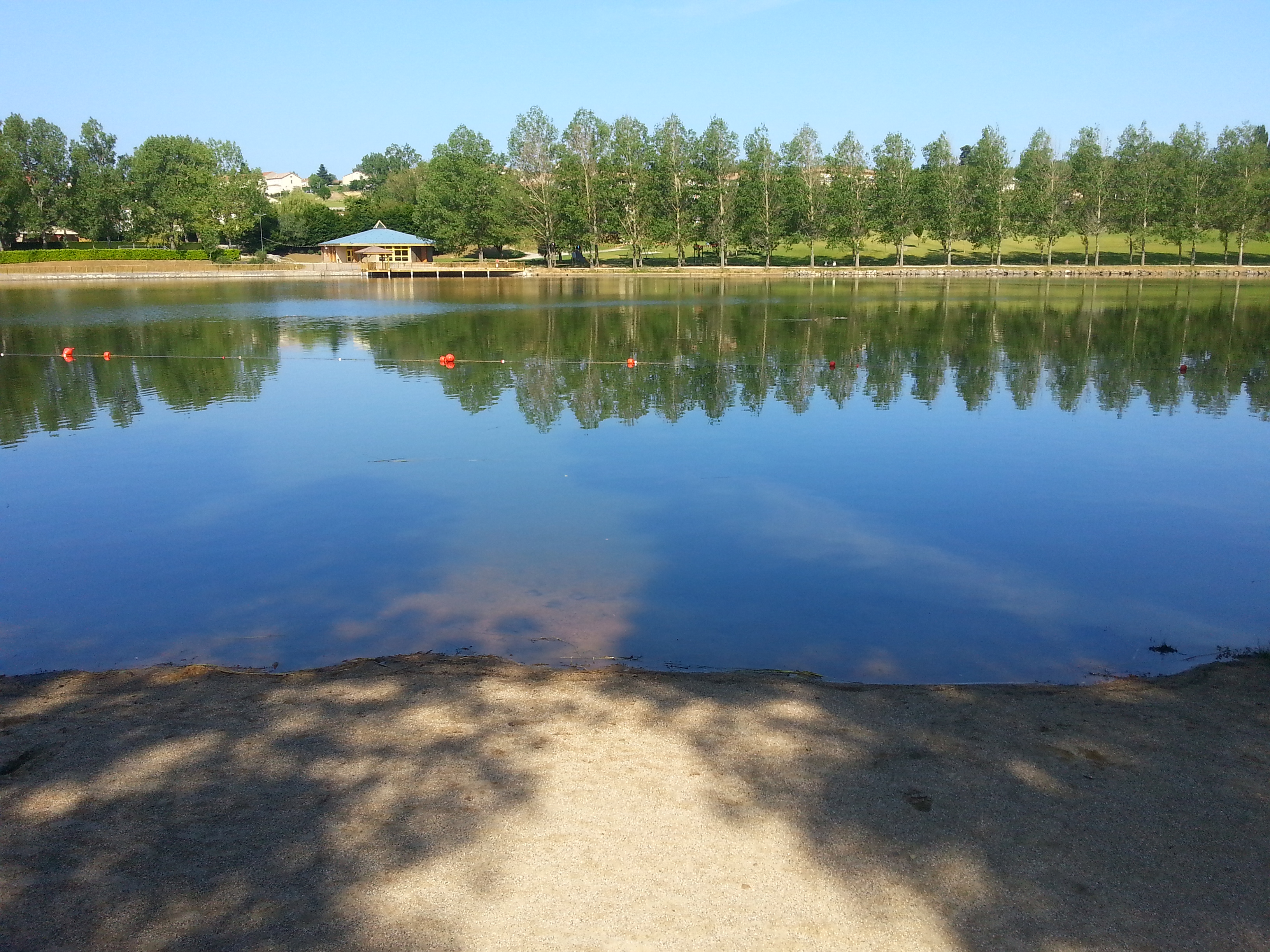 Rivers, coves and small beaches along the edges of the River Eyrieux : Lac aux Ramiers Beach