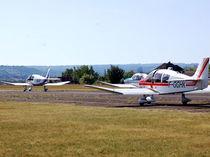 Aéroclub Montluçon-Domérat avions sur la piste Ⓒ Aéroclub Montluçon-Domérat - 2019