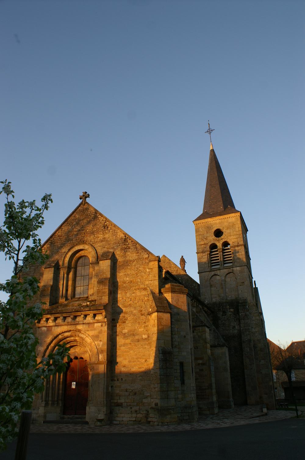Église Saint-Loup Façade et clocher Ⓒ Mairie de St-Hilaire