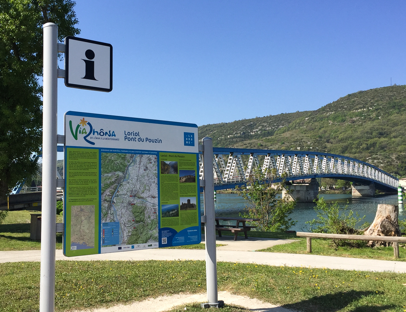 Take a bike ride along the foot and cycle paths : ViaRhôna from Le Pouzin to Rochemaure