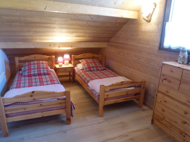 Chambre haut Lits simples Meublé Mme RAUL Chantal Chaillol.JPG - © RAUL Chantal